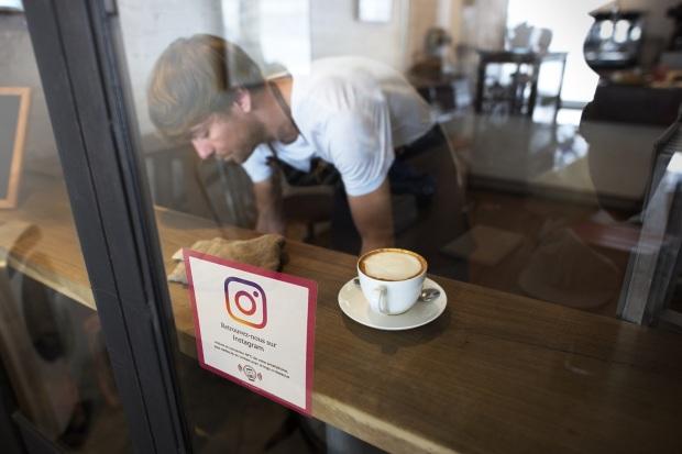 weestix Stickers réseaux sociaux instagram autocollant vitrine avec puce nfc